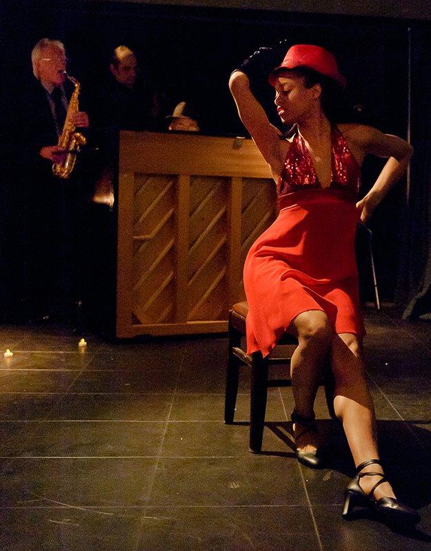 Jamming to live Music by Terry Waldo. Photo by Max Neko